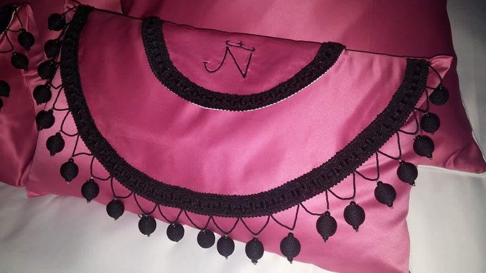 Almofada Taurina com passamanarias e bordado JN